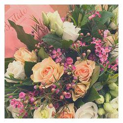 🌿Depuis le début vous l adorez. C est le saint mitre des champs aux doux tons pastels. Retrouvez le sur le shop au prix de 29,90 euros en livraison gratuite sur Aix en Provence et pays d'Aix ou comme celui-ci en partance pour Marseille pour 7 euros de livraison 🚚 🌿 •En partenariat avec Bastide Aix en Provence, tous nos bouquets sont livrés avec une petite pochette de parfums #fleurs #flowers #aixmaville #marseillemaville #bastideaixenprovence