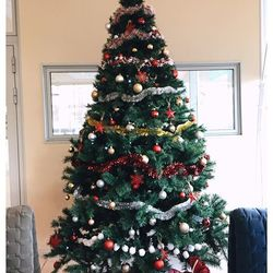 Mission numéro 1 de Noël accomplie... Pour bien commencer notre beau mois de décembre, nous avons décoré un beau sapin pour l'hôtel Residhome Marseille Saint-Charles. Et vous , avez-vous déjà décoré votre sapin de noël ? 🎄🎅🏻