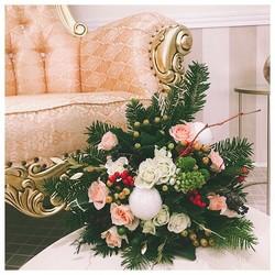 🌿On commence la semaine avec notre bouquet du mois de décembre à retrouver sur le shop🌿 merci à @labeauteaixoise de nous avoir accueillies dans son tout nouveau et magnifique institut de beauté situé en haut de la rue d'Italie à Aix en Provence 🌸  #flowers#fleurs #bouquetdefleurs #livraison #livraisongratuite #aixenprovence #aixmaville #blossom #blossomaix #flowers #petals #beautiful #love #pretty #plants #sopretty #flowerstagram #flowersofinstagram #flowersstyles_gf #bloom #blooms #floweraddict