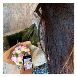 🌿Bientôt la fête des mamans, on vous prépare de bien jolis bouquets...shooting photo hier et aujourd'hui #restezconnectés 🌿 #fleurs#flowers#fêtedesmères #bouquetdefleurs #livraisonadomicile