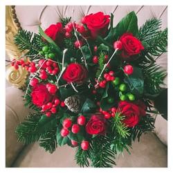 🌿En partenariat avec @bastideofficial tous nos bouquets sont accompagnés d'une pochette de petits parfums Signés @bastideofficial 💪🌿 #bastideofficial #labeautéaixoise #noel #fleurs #flowers #bouquetdefleurs #bouquetdenoel #aixenprovence #aixmaville