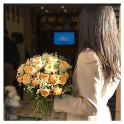🌿le grand janvier 2018🌿 Notre premier shooting dans les rues d'Aix. À l'arrière plan, le délicieux traiteur @bottegadaverri rue Maréchal Foch 😋 #fleurs#flowers #restezchezvous