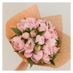 🌿La fête des Mamans approche, nous leur avons préparé de bien jolies choses. Notre bouquet Mama est à shopper sur le site en pré commande fête des mères🌿 #fetedesmeres #bouquetdefleurs #livraisonadomicile