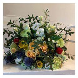 🌿Plein de jolis bouquets vous attendent dans notre sélection fêtes des grands-mères. N'attendez pas pour réserver votre bouquet jusqu'à samedi minuit après il sera trop tard 😉🌿 💐  #mamie#love#granny#grandma#flowers#party#amour#meilleure#lovegranny#aixenprovence#sud#sun#france#deliveryflowers#happy#goodday#fetedesgrandsmeres#happygrandma#jonquille#yellow