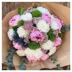 🌿 Dimanche 7 juin on n'oublie pas sa jolie petite Maman.  Retrouvez nos bouquets fête des mamans sur le shop •Tous nos bouquets sont livrés avec un bon cadeau de remise en forme de notre partenaire @myotec.aix, présent dans toute la France  et d'une jolie pochette d'échantillons de savon et crème pour le corps de chez @bastideofficial •la livraison reste gratuite sur Aix-en-Provence et Pays d'Aix🌿 www.blossom-Aix.com #fetedesmeres #aixmaville #livraisonadomicile#livraisonaix #livraisonaixenprovence #bouquetsfetedesmeres #fleurs