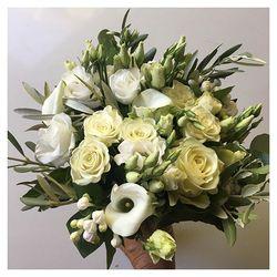 🌿Justine, notre nouveau bouquet tout blanc. Retrouvez le sur le shop dés lundi ou en précommande au 06 19 02 68 88 ou messagerie 🌿💃😀 #flowers#fleurs #bouquetdefleurs #livraison #livraisongratuite #aixenprovence #aixmaville #blossom #blossomaix #flowers #petals #beautiful #love #pretty #plants #sopretty #summer #flowerstagram #flowersofinstagram #flowersstyles_gf #bloom #blooms #floweraddict